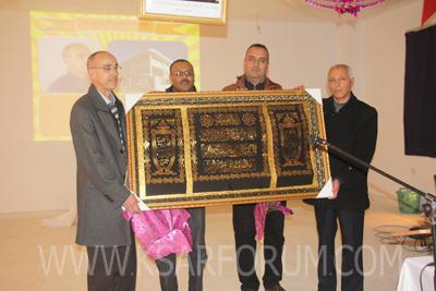 أطر وتلاميذ طارق بن زياد الإعدادية تكرم الأستاذ أحمد بنديان