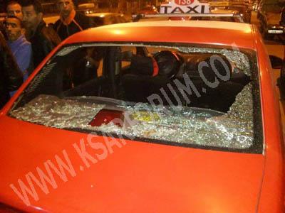 عاجل : عصابة تهاجم سيارة أجرة و تخربها