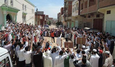 """القصر الكبير:  الهيئة المغربية لنصرة الامة تنظم وقفة تنديدية بالأحكام الصادرة في حق """" الإخوان """""""