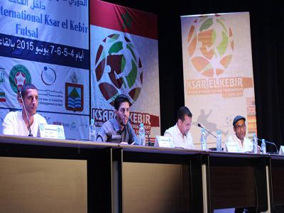 مؤتمر صحفي استعدادا لإنطلاق الدوري الدولي الأول لكرة القدم داخل القاعة بالقصر الكبير