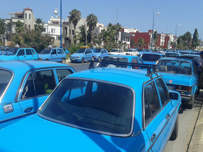 وقفة احتجاجية لأصحاب سيارات الأجرة بالمحكمة الابتدائية بالعرائش