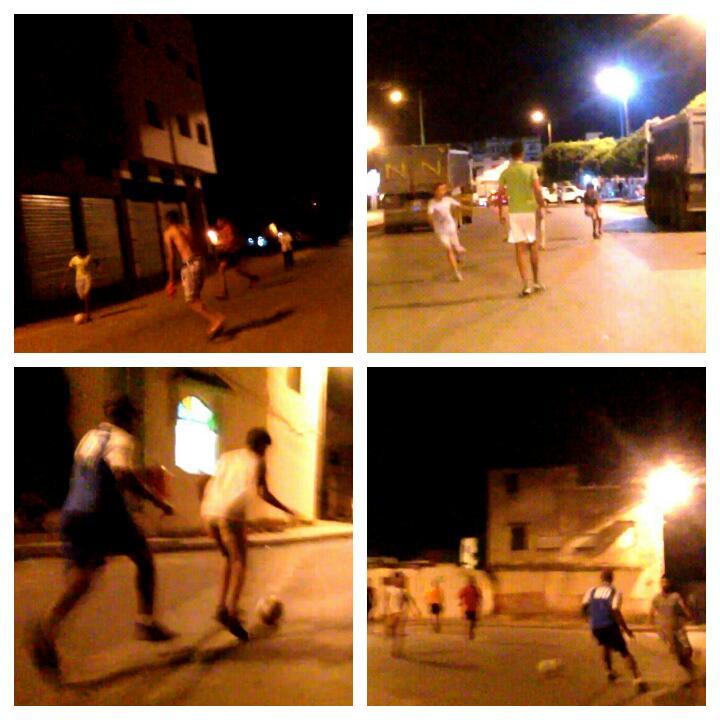 القصر الكبير: شوارع و أزقة تتحول إلى ملاعب لكرة القدم ليلا