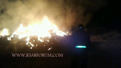 """عاجل : بطلجية يضرمون النار في 1300 """" بالة """" تبن بالسواكن"""