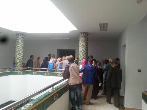 سكان حي بتية يحتجون على تكاليف الربط بالماء و الكهرباء