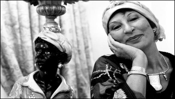 فاطمة المرنيسي.. من وراء حجاب السوسيولوجيا