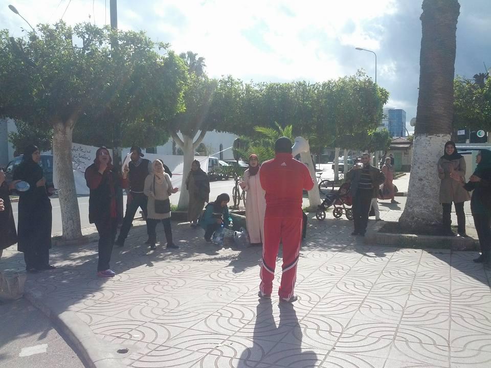 التنسيقية العامة للمجازين المعطلين بالقصر الكبير تنظم وقفة إحتجاجية بالمجلس البلدي