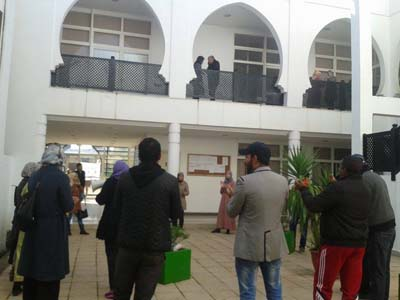 التنسيقية العامة للمجازين المعطلين تنظم وقفة احتجاجية ببهو البلدية