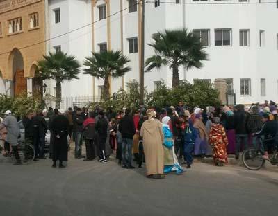 بعد متابعتهم قضائيا..ساكنة حي بتية يحتجون أمام المحكمة