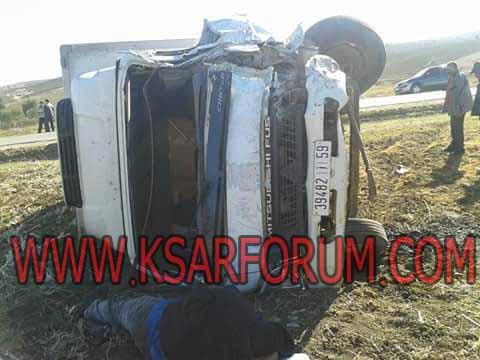 عاجل : حادثة سير بين سيارة إسعاف و شاحنة بطريق تطفت