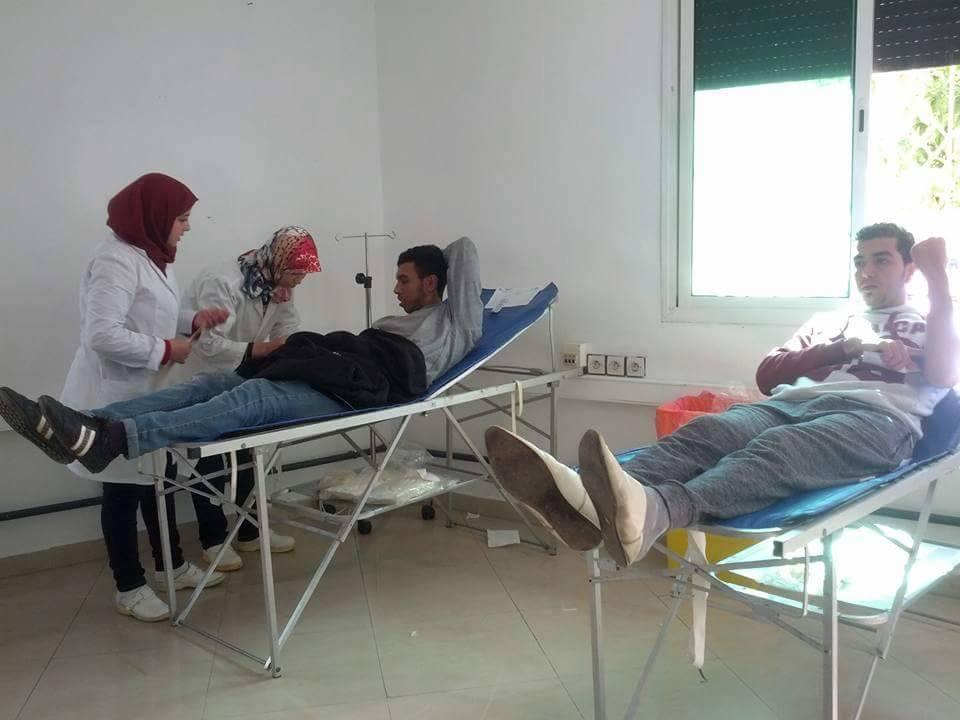 إقبال شبابي كبير على حملة التبرع بالدم بالقصر الكبير