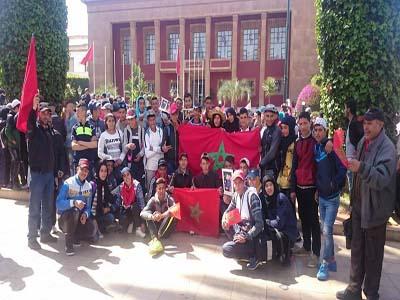 تلاميذ الطبري الاعدادية يشاركون في مسيرة الرباط التاريخية