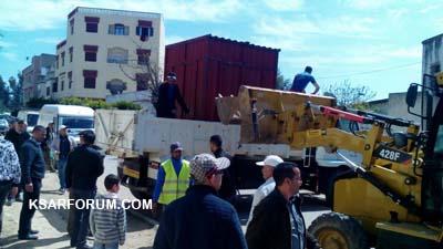 السلطات المحلية تحجز على كشك قرب مدرسة ابن خلدون