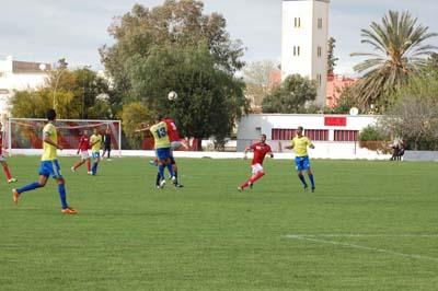 النادي الرياضي القصري يحقق تعادل هام على متصدر الترتيب الإتحاد القاسمي