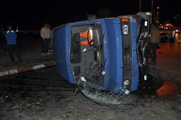 إصابة 40 عاملة بالفريز جراء انقلاب سيارة 207