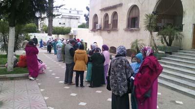 ساكنة بلاد بتية تحتج أمام باشوية القصر الكبير ضد تهديدهم بالافراغ الجماعي
