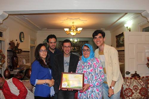 جمعية شباب الصحوة تكرم الأستاذة أسية الأغزاوي لمساهمتها في حملة تبرع بكتاب