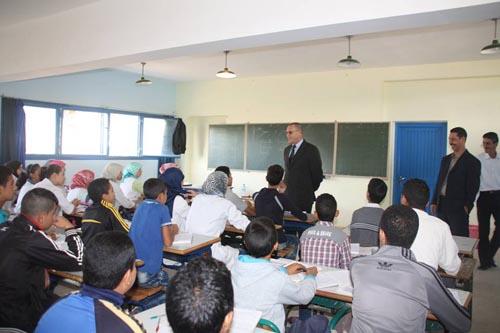 النائب الإقليمي يستجيب لنداء الآباء و الأمهات بخصوص تدريس الإنجليزية
