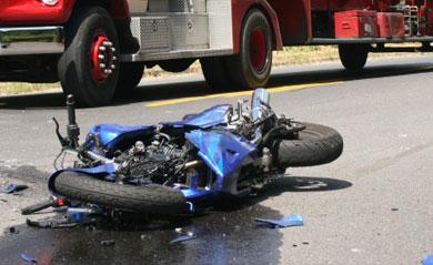 عاجل من دوار العسكر : وفاة سائق دراجة نارية بعد اصطدامه بسيارة أجرة