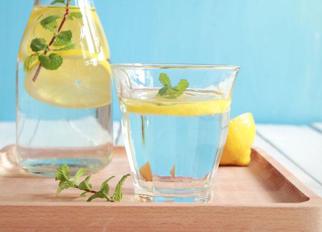 ما هي فوائد خلط الماء مع الليمون…؟