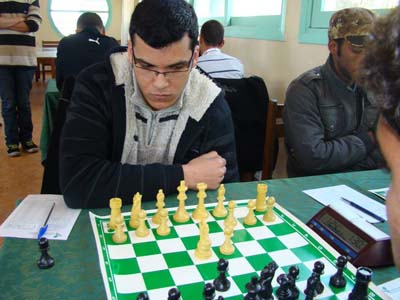 القصري أشرف الحاج الخلطي يشارك في بطولة إفريقيا للشطرنج بمصر