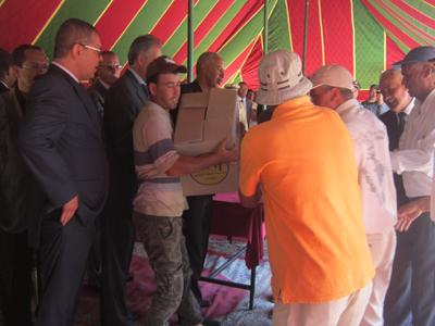 عامل إقليم العرائش يعطي انطﻻق عمليات توزيع الدعم الغذائي الرمضاني بقيادة ريصانة