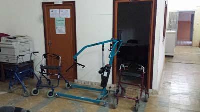 جمعية كفايات تقدم بعض المعدات الطبية لدار المسنين