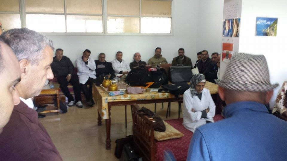 وقفة تضامنية مع السيد محمد الشرقاوي بالثانوية المحمدية بالقصر الكبير
