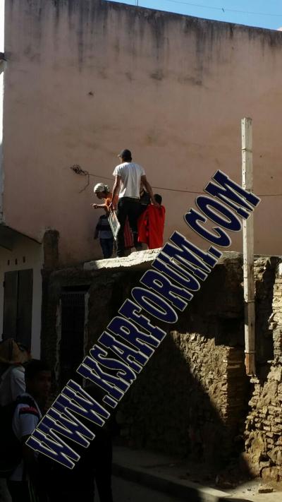 دوار احسيسن : رب أسرة يهدد برمي طفله من السطح لإيقاف تنفيذ حكم الإفراغ