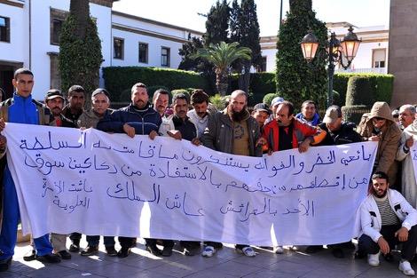 باعة من مدينة العرائش يحتجّون أمام البرلمان