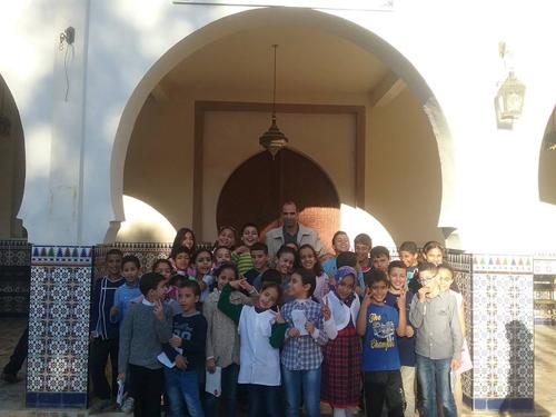 جمعية القصر الكبير للحفاظ على التراث الثقافي ومؤسسة كنز المعرفة للتعليم الخصوصي ينظمان جولة علمية لفائدة تلاميذ المؤسسة