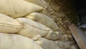 سلطات العرائش تعثر على 80 طن من الدقيق الفاسد داخل مخزن بالمدينة