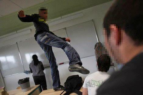 العنف مرة أخرى بثانوية وادي المخازن … تلميذ يعنف أستاذه
