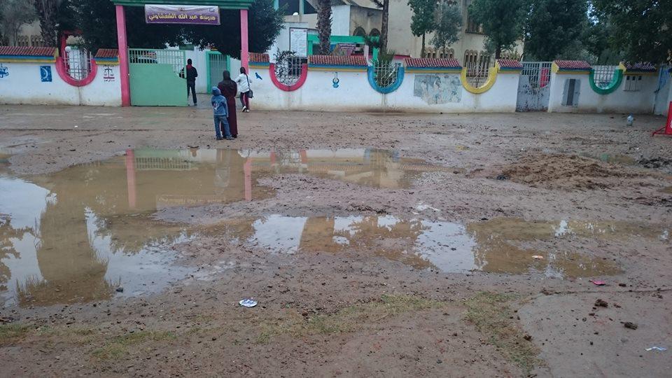 معاناة تلاميذ وأطر مدرسة عبد الله الشفشاوني في ولوج مؤسستهم بسبب الأشغال -العشوائية-