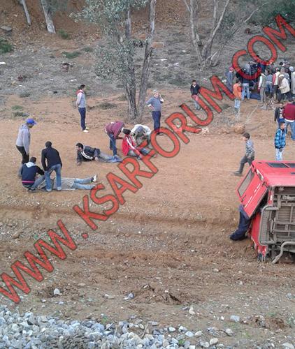 كارسيا : انقلاب سيارة للنقل السري يخلف خمس إصابات