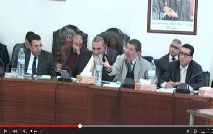فيديو: رئيس بلدية القصر الكبير يصف جزء من سكان المدينة بالكلاب الضالة