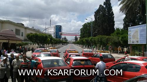 عاجل : احتجاج سيارات الأجرة وسط مدار مولاي علي بوغالب لهذا السبب !