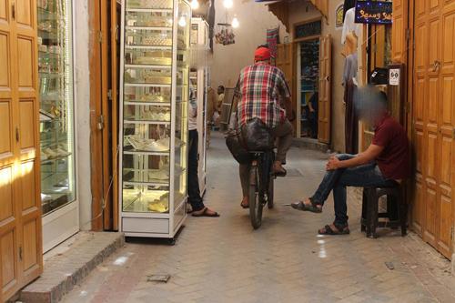"""تجار قيسارية العطارين يطالبون السلطات بالتدخل للحد من """" الفوضى """""""